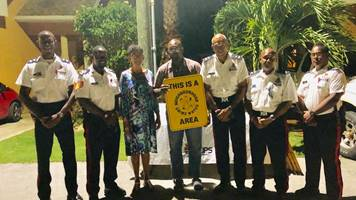 CPD Officers with New Suellis Estates NHW members